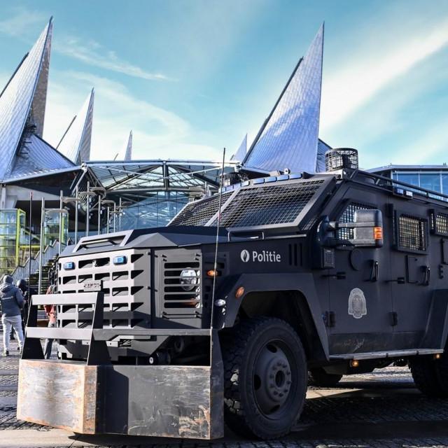 Vojno vozilo ispred suda u Antwerpenu