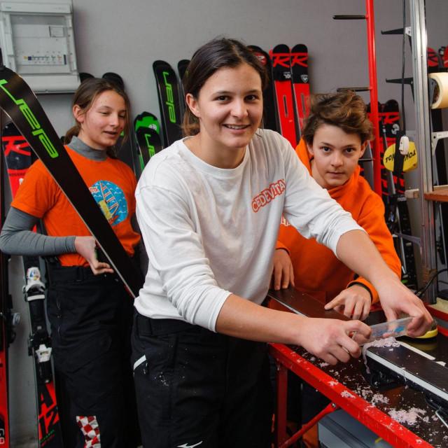 Na fotografiji: Zrinka Ljutić priprema skije za trening zajedno sa sestrom Dorom i braćom Tvrtkom i Hrvojem