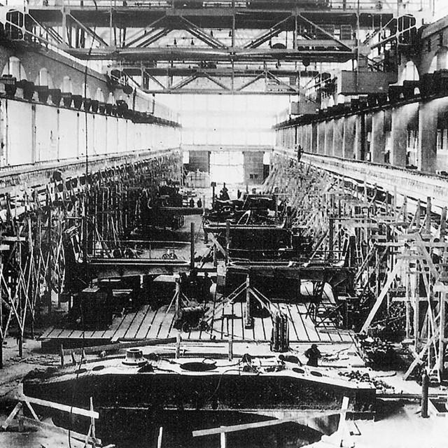 Nakon Drugog svjetskog rata kompanija se snažno razvija. Godine 1950. završavaju se radovi na takozvanoj hali E s jamom