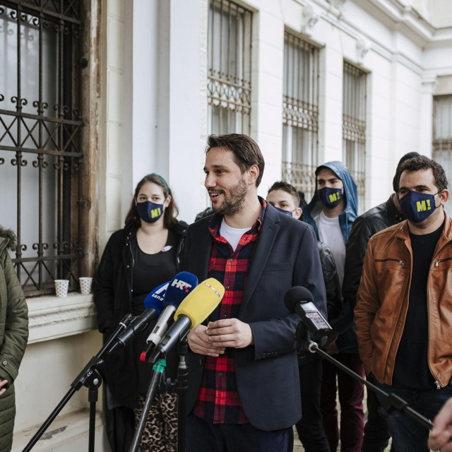 Lokalna grupa platforme Možemo!, u prvom planu Nebojša Zelić