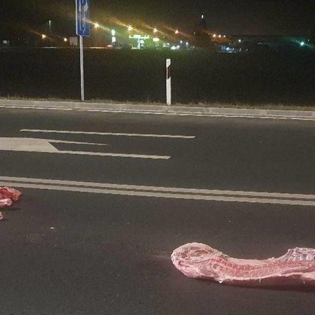 Svinjske polovice na cesti u Čakovcu