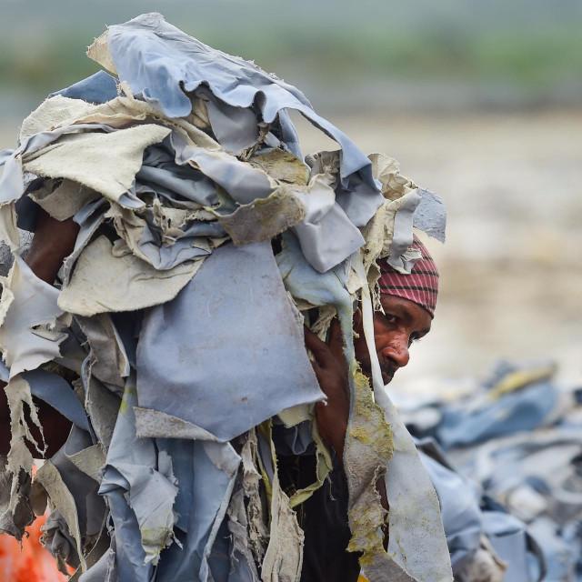 Ilustracija, tekstilni otpad