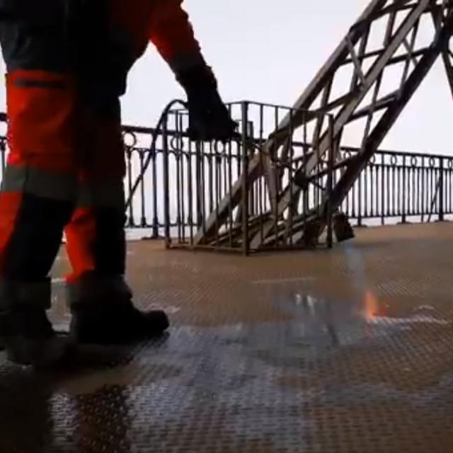Topljenje leda na Eiffelovom tornju