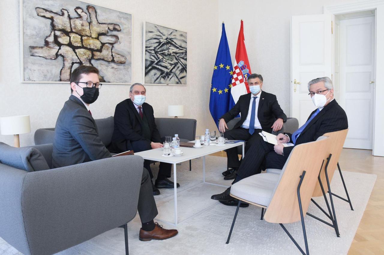 Haos u Zagrebu: Opsada ambasade Rusije O_10137603_1280