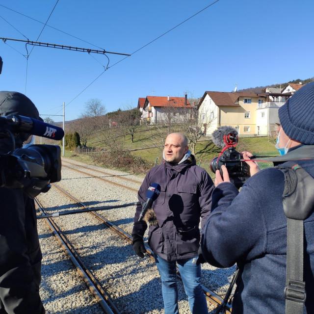 Vlasnik zemljišta u Gračanima nakratko blokirao tramvajsku prugu