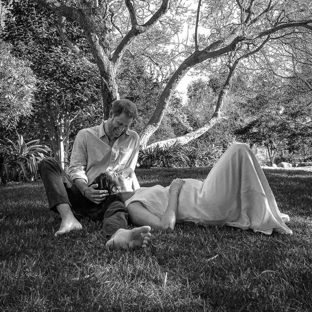 Fotografija kojom su Harry i Meghan svijetu objavili trudnoću