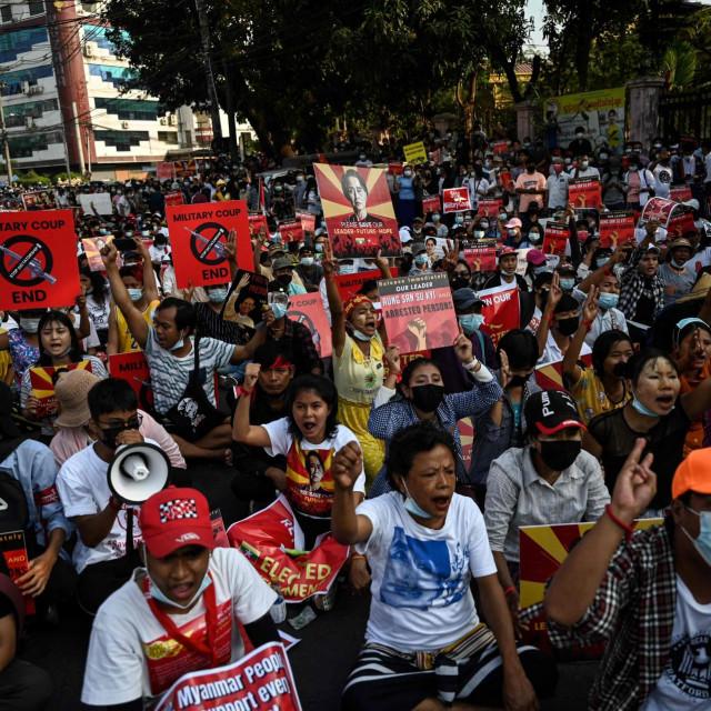 Prosvjed protiv vojne hunte