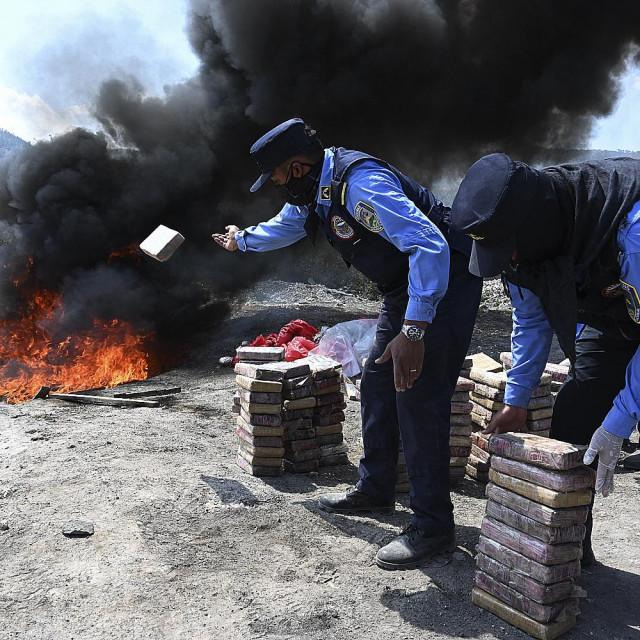 Lokalne vlasti uništavaju zaplijenjeni kokain u Hondurasu