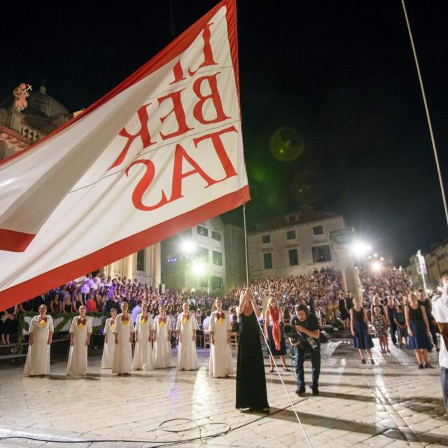 Otvorenje 69. Dubrovačkih ljetnih igra podizanjem barjaka Libertas uz stihove himne Slobodi