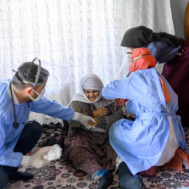 CIjepljenje 101-godišnje žene u istonoj Turskoj