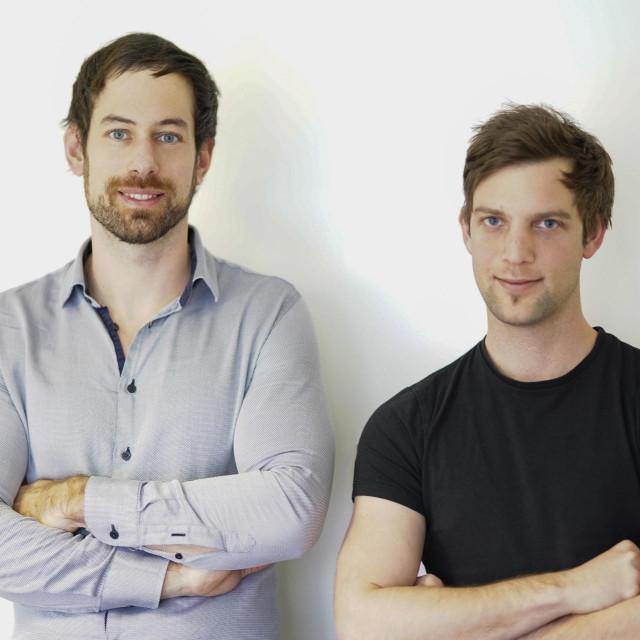 Osnivači platforme DaiBau - Martin Pelcl (lijevo) i Gregor Černelč (desno)