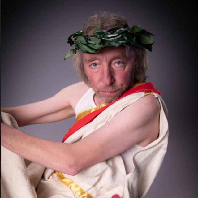 Nenad Blatnik Cezar bivši je boksački prvak i pjesnik koji je u Noćnoj mori često recitirao urnebesnu poeziju