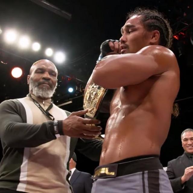 Mike Tyson i Ray Cooper III