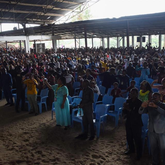 Vjernici na nedjeljnoj misi u Dar es Salaamu snimljeni 7. veljače