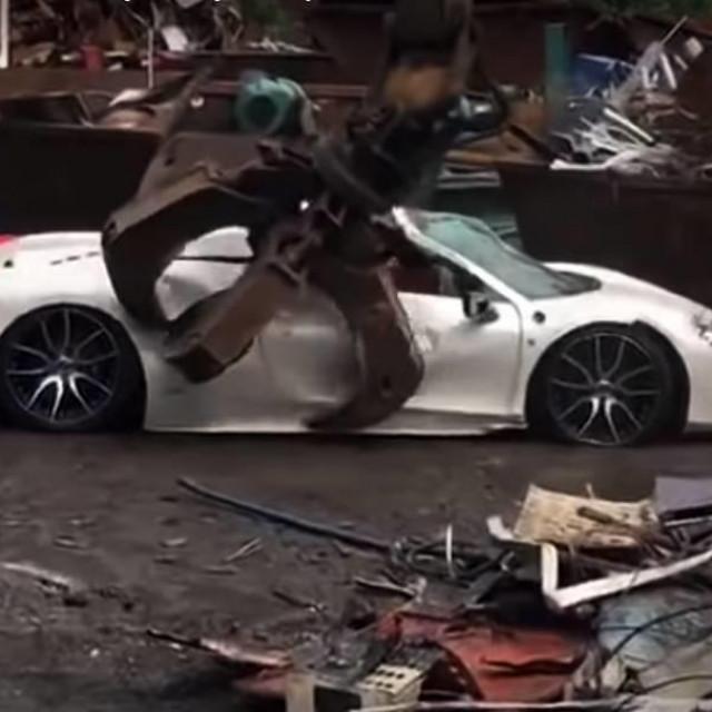 Uništen Ferrari