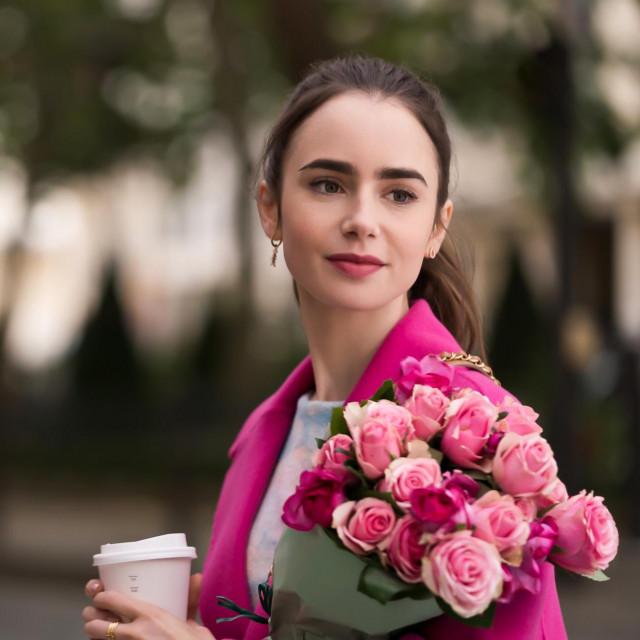 "Lily Collins u Netflixovoj seriji ""Emiliy u Parizu"""