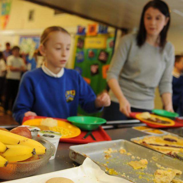 Ilustracija, obrok u školi
