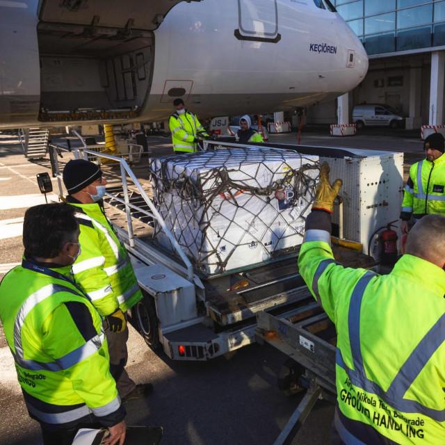 Kutije AstraZenecinog cjepiva u nedjelju su stigle u Beograd, avionom su dopremljene iz Indije