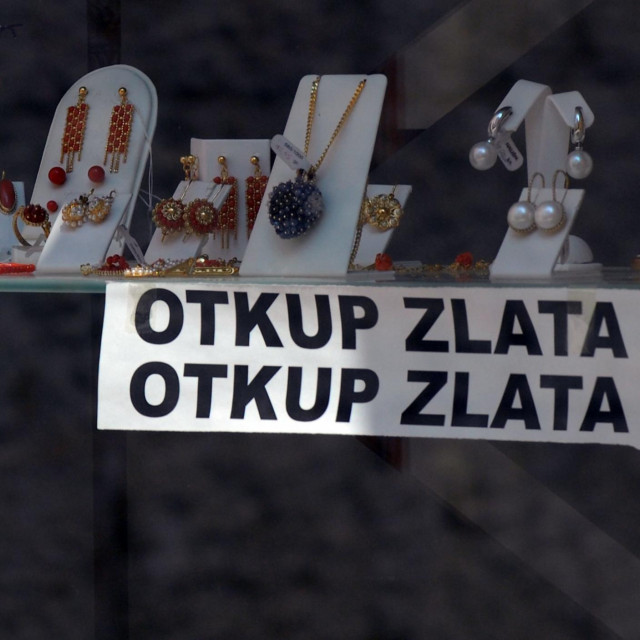 Split, 170811.<br /> Zlatarna koja otkupljuje zlato i srebro.<br />