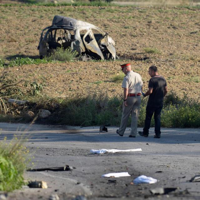 Ostaci automobila Daphne Caruane Galizije nakon napada bombom u kojem je poginula