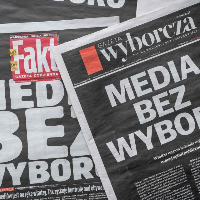 Poljski mediji su sredinom veljače objavili crne naslovnice, kako bi građane podsjetili na važnost neovisnog novinarstva u društvu