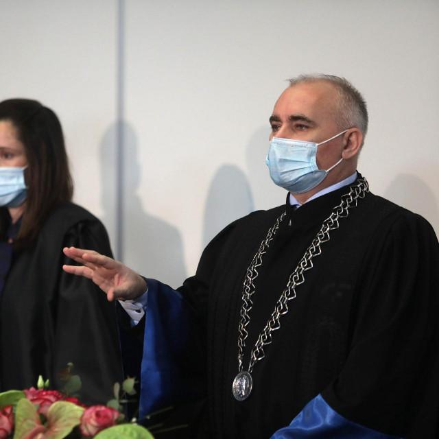 Dekan Stjepan Lakušić (desno)