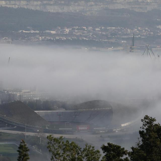 Pogled na zamagljeni Split s vrha Marjana.<br />
