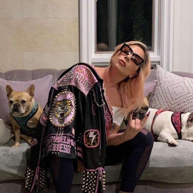 Lady Gaga sa psima