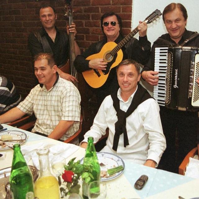 2002. godina: Oproštaj Zlatka Kranjčara od igrača Zagreba i vodstva kluba u restoranu 'Zagrebački Bijeli'