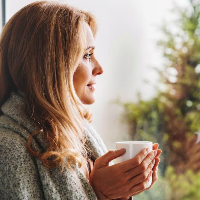 Koristi se iza ublažavanje glavobolje, menstrualne boli, uganuća, zubobolja i čireva, pomaže kod ekcema, psorijaze i akni