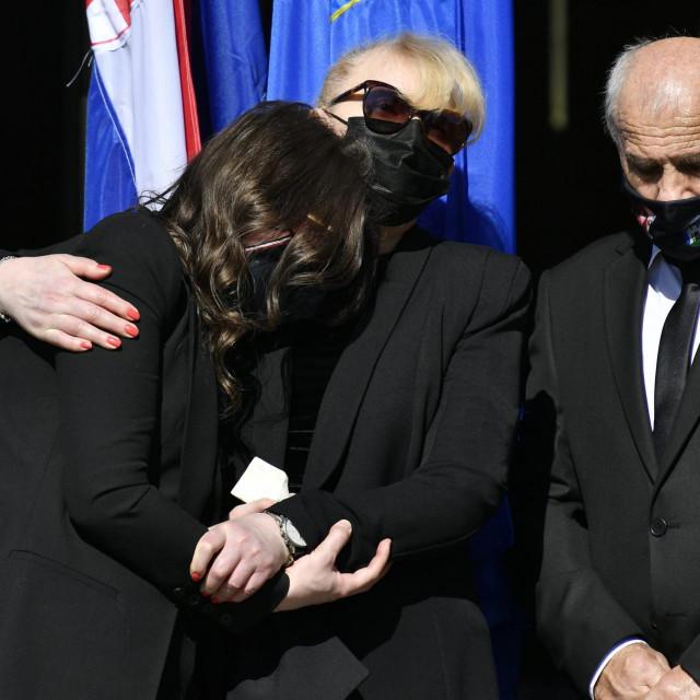 Obitelj na pogrebu Milana Bandića