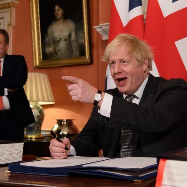 Bivši glavni pregovarač David Frost i premijer Boris Johnson tijekom potpisivanja trgovinskog sporazuma