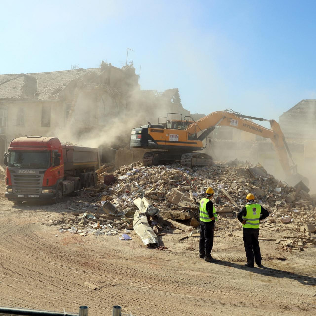Rušenje zgrada u Petrinji