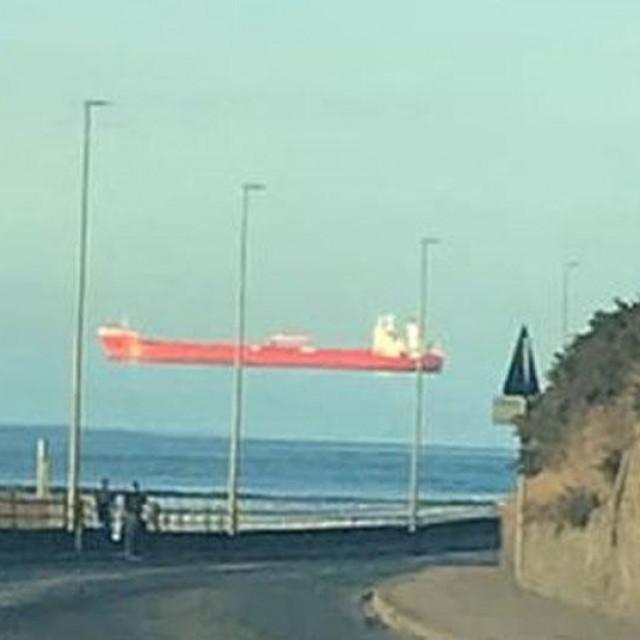 'Plutajući' brod