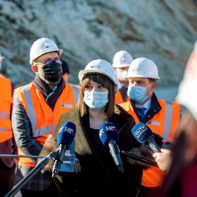 Ukupno je isplaćeno 5,24 milijardi eura, što odgovara iznosu nešto manjem od 40 milijardi kuna