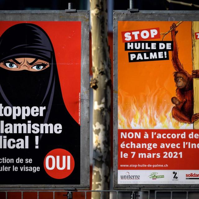 Plakati kojima se Švicarci pozivaju na referendum