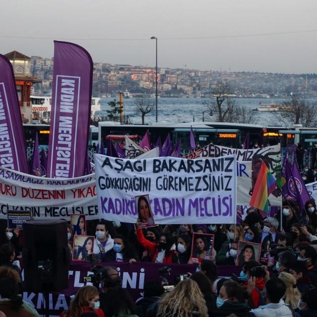 Prosvjed protiv nasilja nad ženama u Istanbulu<br />