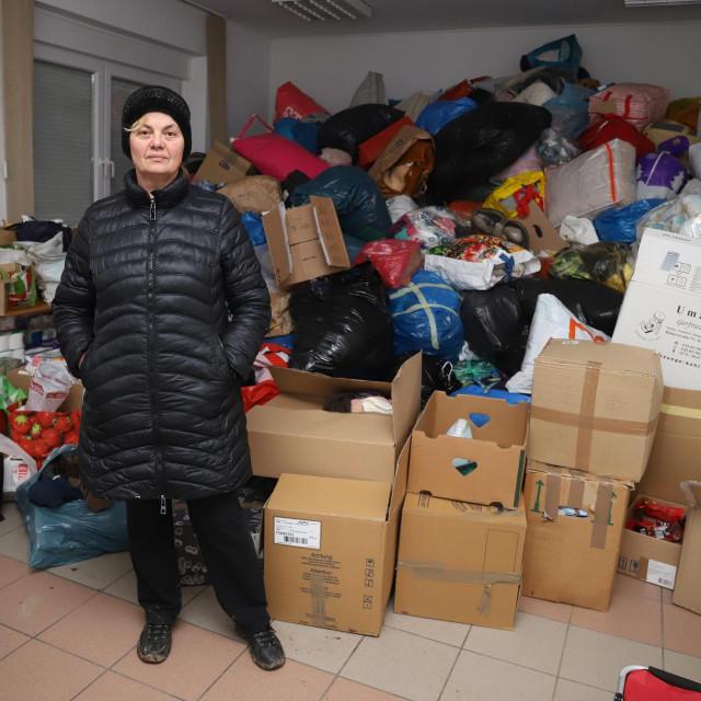 Branka Bakšić Mitić u skladištu humanitarne pomoći