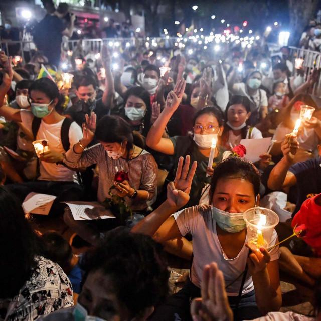 Prosvjed u Bangkoku zbog vojnog puča u Mjanmaru