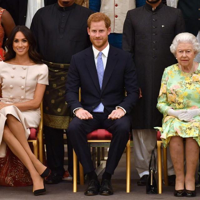 Kraljica Elizabeta II. s Harryjem i Meghan