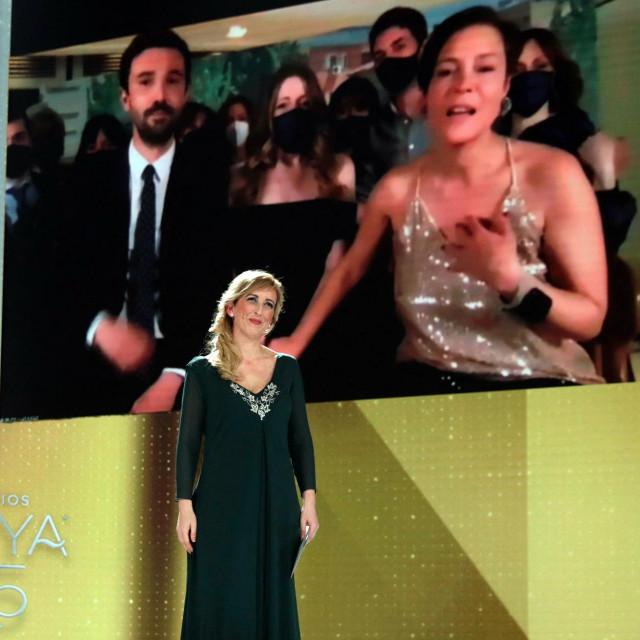 "Producenti filma ""Školarke"" Alex Lafuente i Valerie Delpierre zahvaljuju se na nagradi za najbolji film."