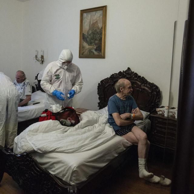 beskućnici u hoteluKing Charles u Pragu u Češkoj