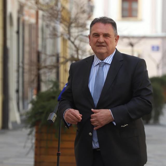 Varazdin, 100321.<br /> Zupan Varazdinske zupanije Radimir Cacic dao je izjavu N1 televiziju ispred zgrade zupanije na Franjevackom trgu.<br />