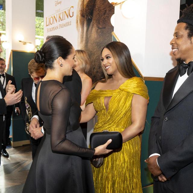 """Princ Harry i Meghan Markle upoznaju Beyonce i Jay Z-ja na europskoj premijeri """"Kralja lavova"""" u Londonu, 2019."""