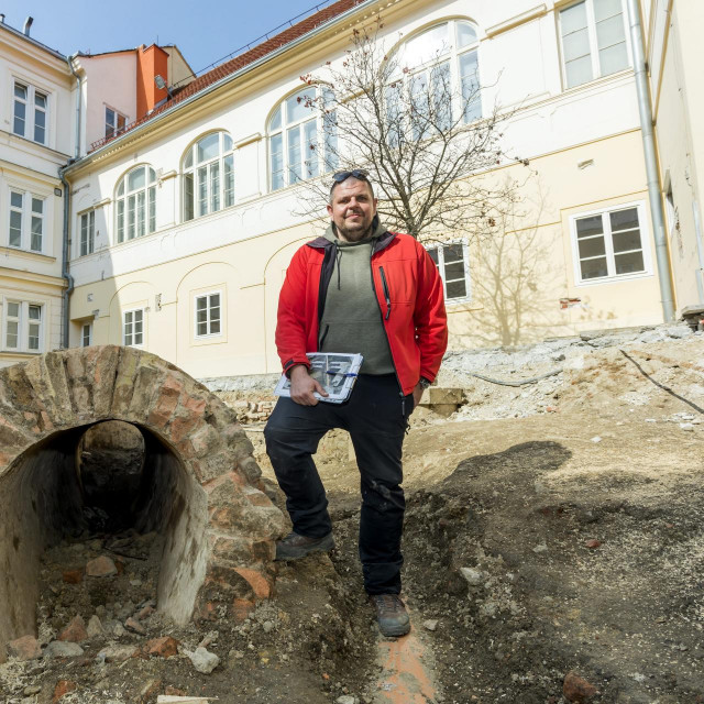 Petar Sekulić voditelj je radova na arheološkim iskopinama u sjevernom dvorištu Banskih dvora