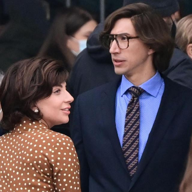 """Lady Gaga i Adam Driver na setu filma""""House of Gucci"""" na milanskoj Piazzi Duomo"""