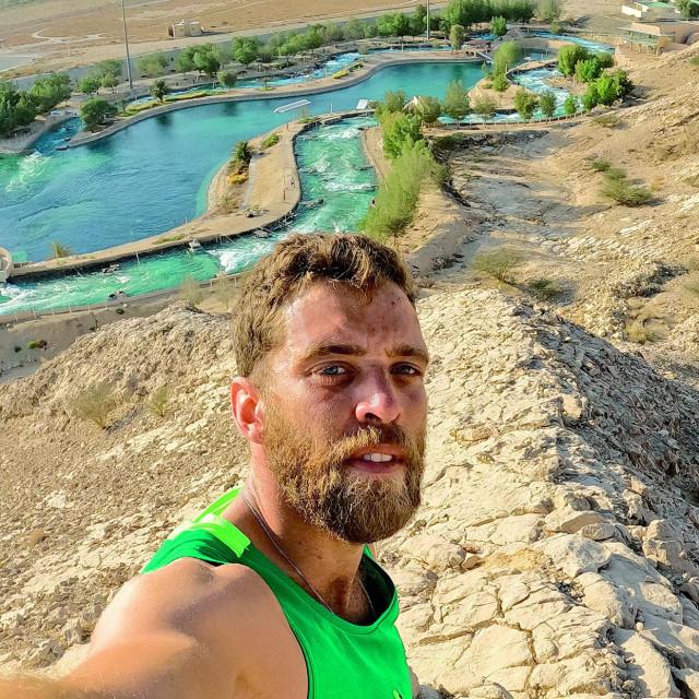 Matija Marinić na brdu iznad adrenalinskog parka Wadi Adventure.
