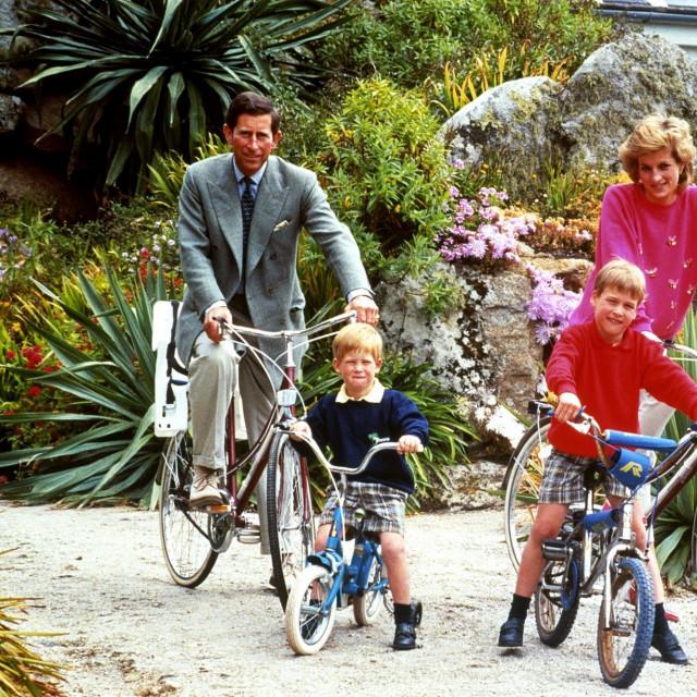princ Charles i princeza Diana sa sinovima Harryjem i Williamom