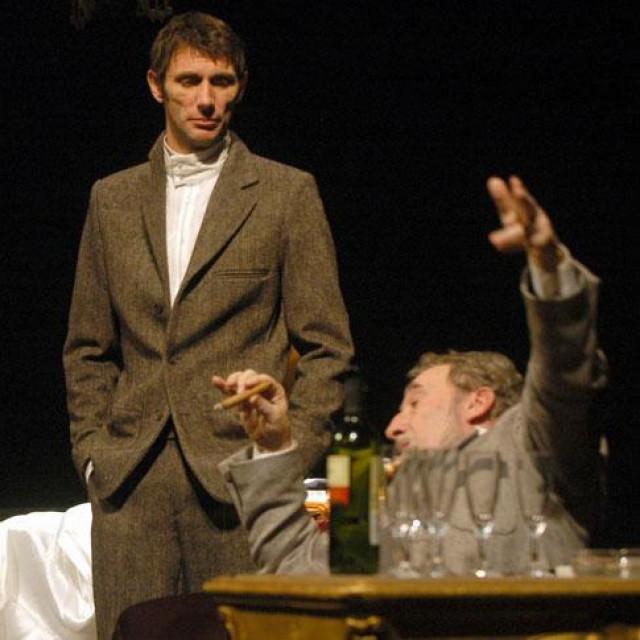 "Marinko Prga (sredina) kao Dr. Ivan plemeniti Križovec u predstavi ""U agoniji"""