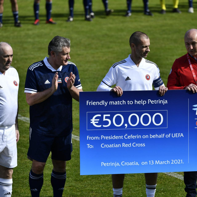 Kapetani Davor Šuker i predsjednik Uefe Aleksandar Čeferin su Hrvatskom Crvenom križu uručili donaciju